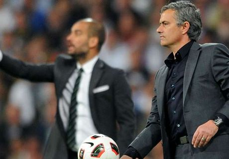 Phil Neville khuyen khich Mourinho... gay su voi Pep! - Anh 1