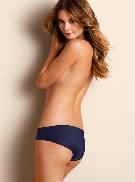 Behati Prinsloo dep hut mat voi than hinh day da - Anh 1
