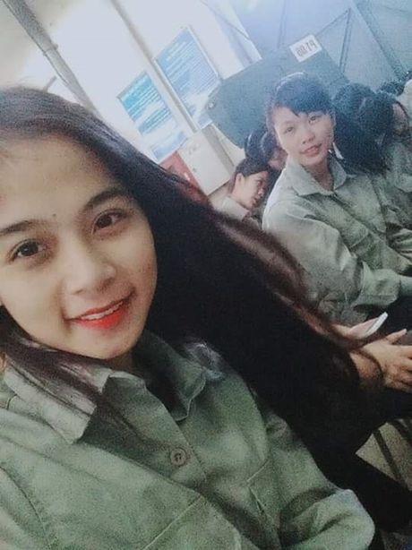 Co gai bat ngo noi tieng voi nick-name 'hot girl cong xuong' - Anh 4