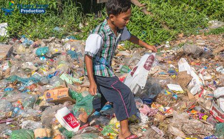 Campuchia doi mat voi van nan rac thai nhua - Anh 1