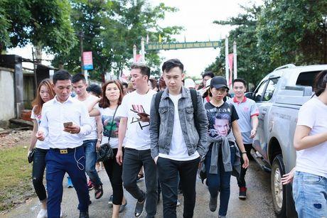 Dam Vinh Hung trao 1 ty dong ung ho nguoi dan mien Trung - Anh 11