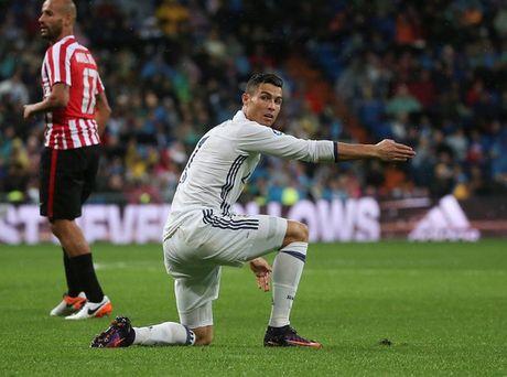 Tiet lo nhom cau thu dang am tham 'dam sau lung' Ronaldo o Real - Anh 1