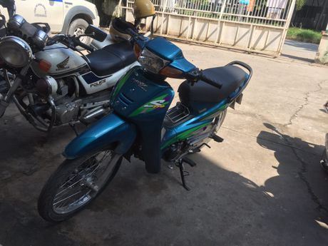 CSGT truy duoi bat doi tuong 'da xe' - Anh 2