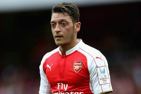 Arsenal: Ozil bat ngo dam phan voi Fenerbahce - Anh 1