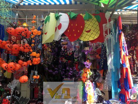 Thi truong Halloween: Thi phan danh cho tre em hut khach - Anh 1