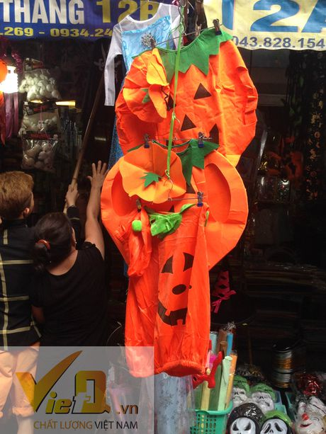 Thi truong Halloween: Thi phan danh cho tre em hut khach - Anh 3