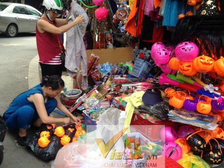 Thi truong Halloween: Thi phan danh cho tre em hut khach - Anh 9