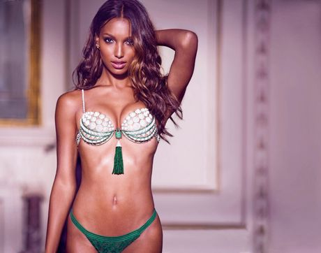 Thien than Jasmine Tookes dien noi y Victoria's Secret trieu do - Anh 1