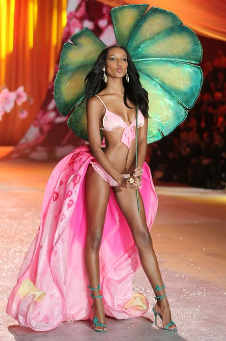Thien than Jasmine Tookes dien noi y Victoria's Secret trieu do - Anh 4