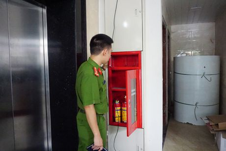 Hang loat vi pham ve an toan chay, no tai toa nha 75 Phuong Mai - Anh 2