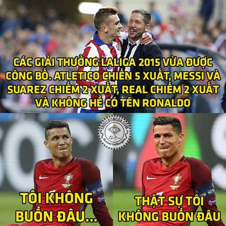 Guardiola cau xin duoc tro lai Barcelona, Ronaldo khoc vi bi bo roi o le trao giai La Liga - Anh 10