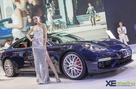 Dan nguoi dep PL Model long lay voi xe the thao Porsche - Anh 1