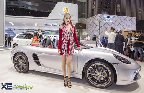 Dan nguoi dep PL Model long lay voi xe the thao Porsche - Anh 2