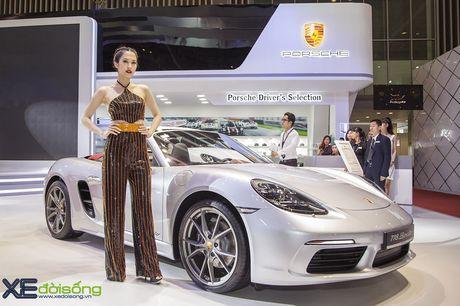 Dan nguoi dep PL Model long lay voi xe the thao Porsche - Anh 4