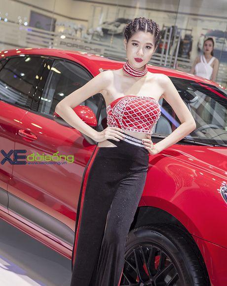 Dan nguoi dep PL Model long lay voi xe the thao Porsche - Anh 6
