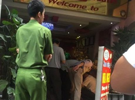 Ha Noi: No sung tren duong Nguyen Thi Dinh, 1 nguoi chet - Anh 1