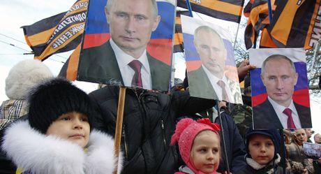 Tong thong Nga Putin dat tin nhiem cao ky luc nam 2016 - Anh 1