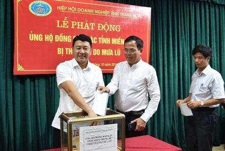 Doanh nghiep Thanh Hoa ung ho dong bao mien Trung hon 700 trieu dong - Anh 2