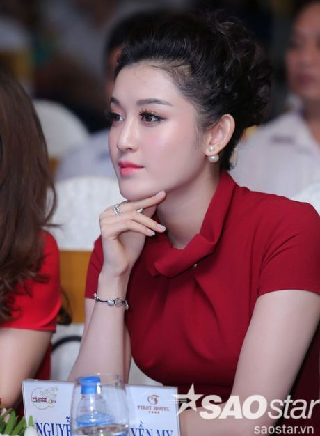 Quynh Chi dien dam thuot tha, dep cuon hut lam MC o su kien - Anh 6