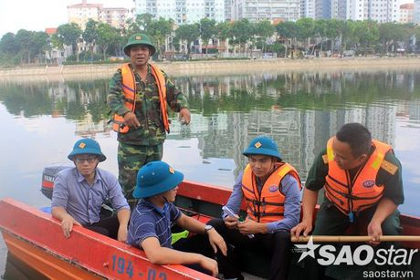 Gan 2 ta ca chet o ho Linh Dam, nguoi dan van hon nhien rua rau - Anh 4