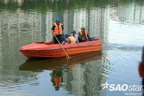 Gan 2 ta ca chet o ho Linh Dam, nguoi dan van hon nhien rua rau - Anh 5