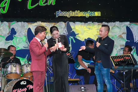 Le Quyen dau gia tuong Phat kim cuong, quyen tien ung ho mien Trung - Anh 2