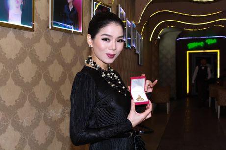 Le Quyen dau gia tuong Phat kim cuong, quyen tien ung ho mien Trung - Anh 3