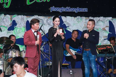 Le Quyen dau gia tuong Phat kim cuong, quyen tien ung ho mien Trung - Anh 8