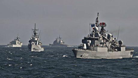 NATO chuan bi dua quan den khu vuc Bien Den - Anh 1