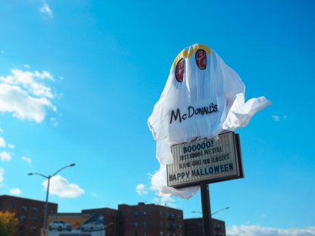 McDonald gay soc dip Halloween - Anh 3