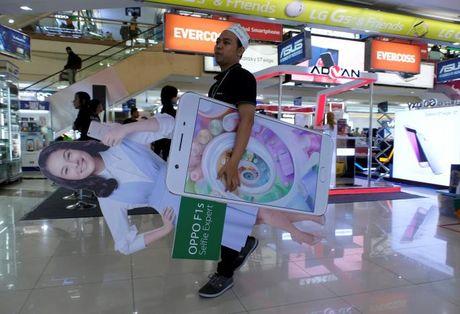 'Dien thoai Son Tung' danh bai Apple, Samsung nhu the nao? - Anh 1