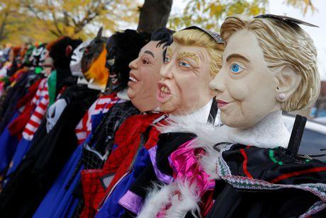 Mat na Trump - Clinton ban chay trong mua Halloween o My - Anh 1