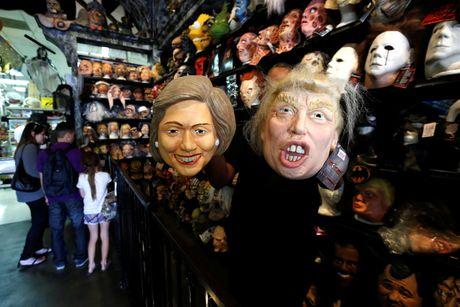 Mat na Trump - Clinton ban chay trong mua Halloween o My - Anh 2
