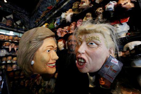 Mat na Trump - Clinton ban chay trong mua Halloween o My - Anh 3