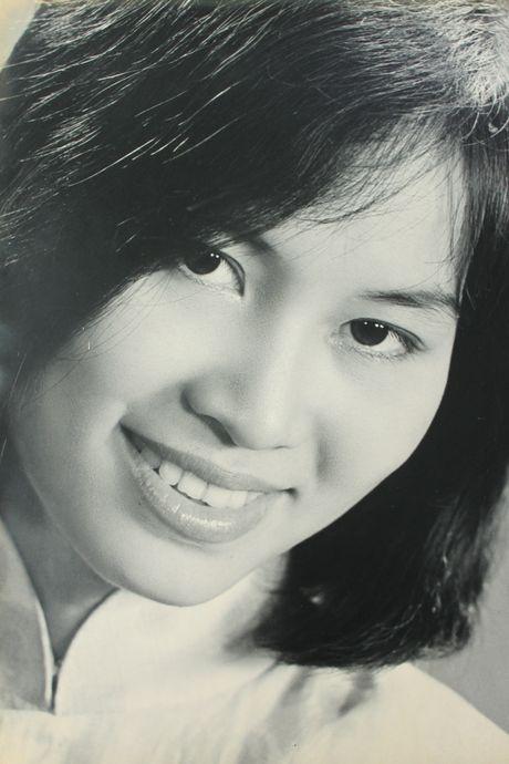 Nhan sac ruc ro cua my nhan Sai Gon danh tieng mot thoi - Anh 6