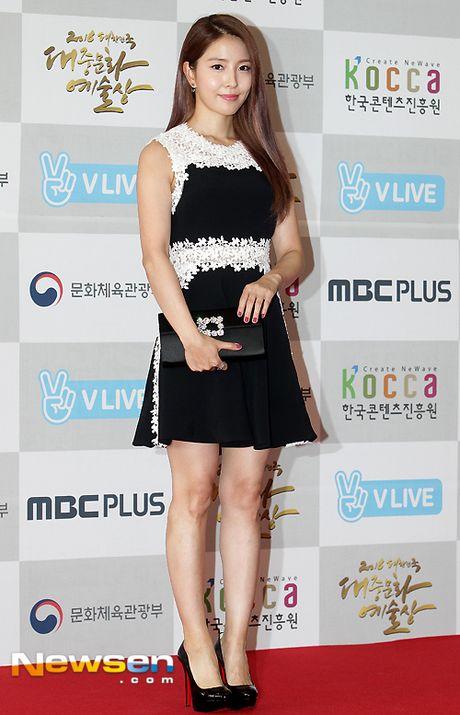 Song Hye Kyo, Song Joong Ki tinh cam tren san khau trao giai - Anh 6