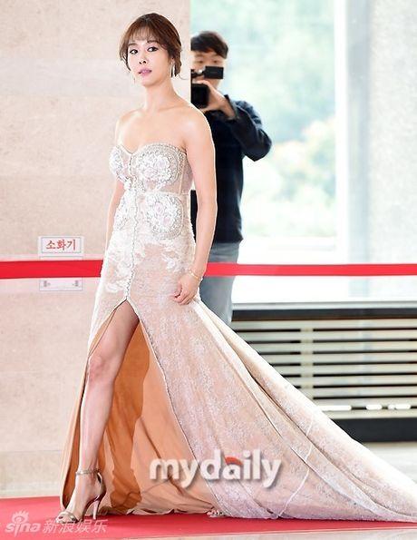 Song Hye Kyo, Song Joong Ki tinh cam tren san khau trao giai - Anh 9