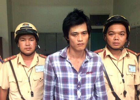 CSGT bat ten trom xe may tren pho Sai Gon - Anh 1