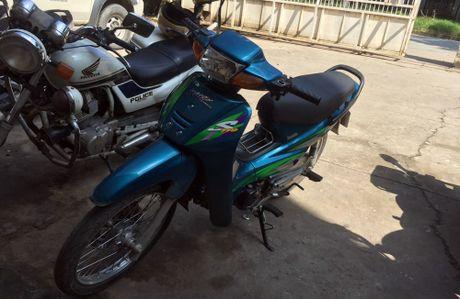 CSGT bat ten trom xe may tren pho Sai Gon - Anh 2