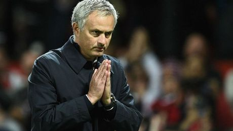 Thang rua mat, Mourinho chap tay, xin loi nguoi ham mo - Anh 2