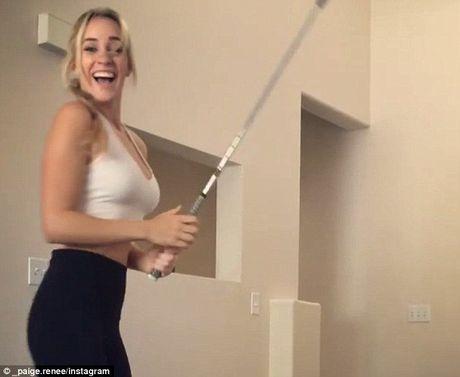 My nhan lang golf thuc hien cu danh than sau - Anh 5