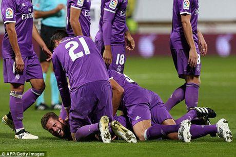 Nacho ghi ban tuyet dep, Real Madrid de bep doi hang duoi 7-1 - Anh 3