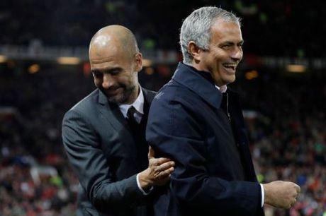 Mourinho va Guardiola bat ngo om nhau, treu dua nhu nhung nguoi ban - Anh 3