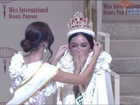 Ngam ve dep nong bong cua co giao Philippines dang quang Hoa hau Quoc te 2016 - Anh 11