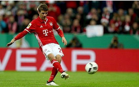 Muller toa sang, Bayern thang nhoc Augsburg - Anh 1