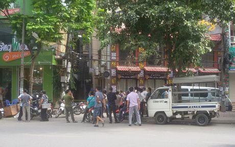 Vu no sung tai nha nghi o Ha Noi: Camera ghi lai 3 doi tuong cam sung - Anh 1
