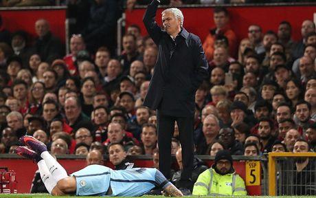 '101 bieu cam' cua Jose Mourinho trong chien thang truoc Man City - Anh 4