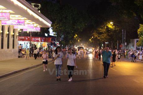 Bi thu Ha Noi: Khong gian dan thi via he de di bo van chi la noi choi - Anh 2