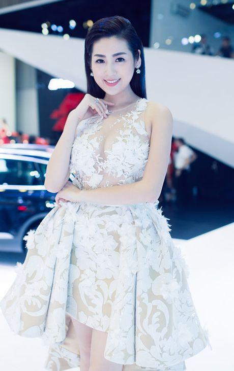 Noo Phuoc Thinh om hon nguoi dep chon dong nguoi - Anh 5