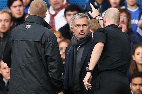 Jose Mourinho doi dien voi an phat cua FA - Anh 1